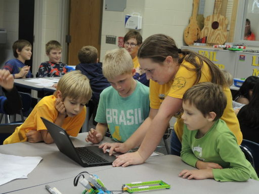 Robotics Team Mentors Young Problem Solvers