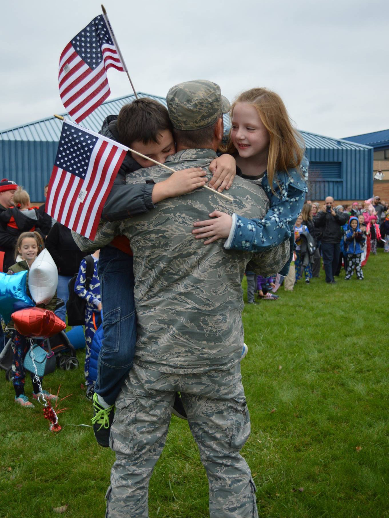 Military dad and kids embrace in surprise reunion at CE